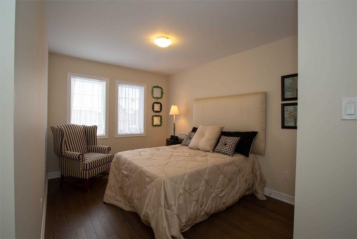 24 Paper Mills Cres Richmond Hill Homelife Golden Palace